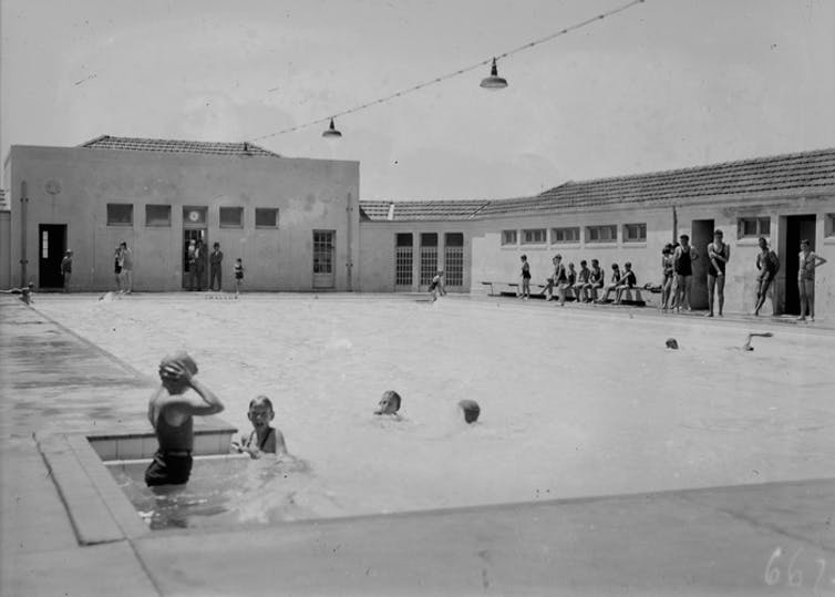 Swimmers at Manuka Pool in 1932. Source: NAA