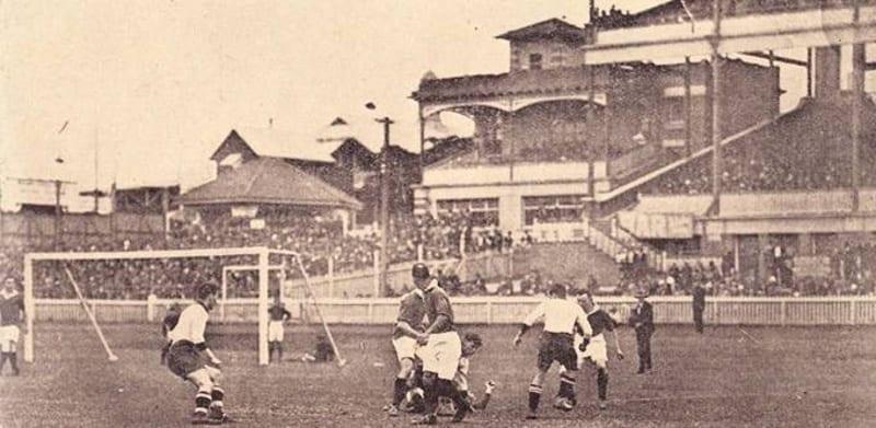 Zápas mezi Bohemians a reprezentačním výběrem Austrálie dne 6. června. Čeští fotbalisti porazili Australany 6:4 před 30 000 diváky.