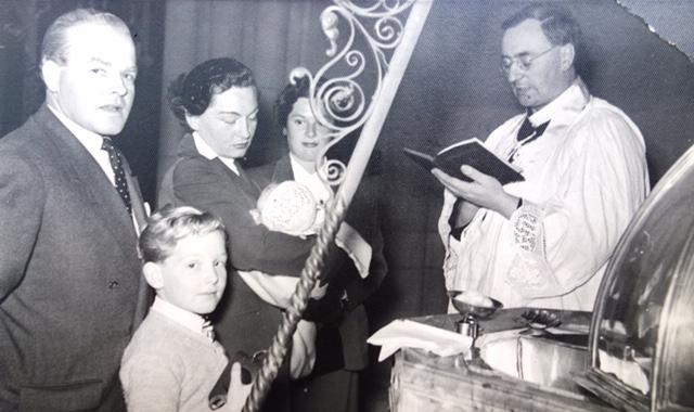 celá rodina pohromadě na křtu Susan - zprava Pepík, René, Zdeňka a Milan (Jerry), Sydney 1953